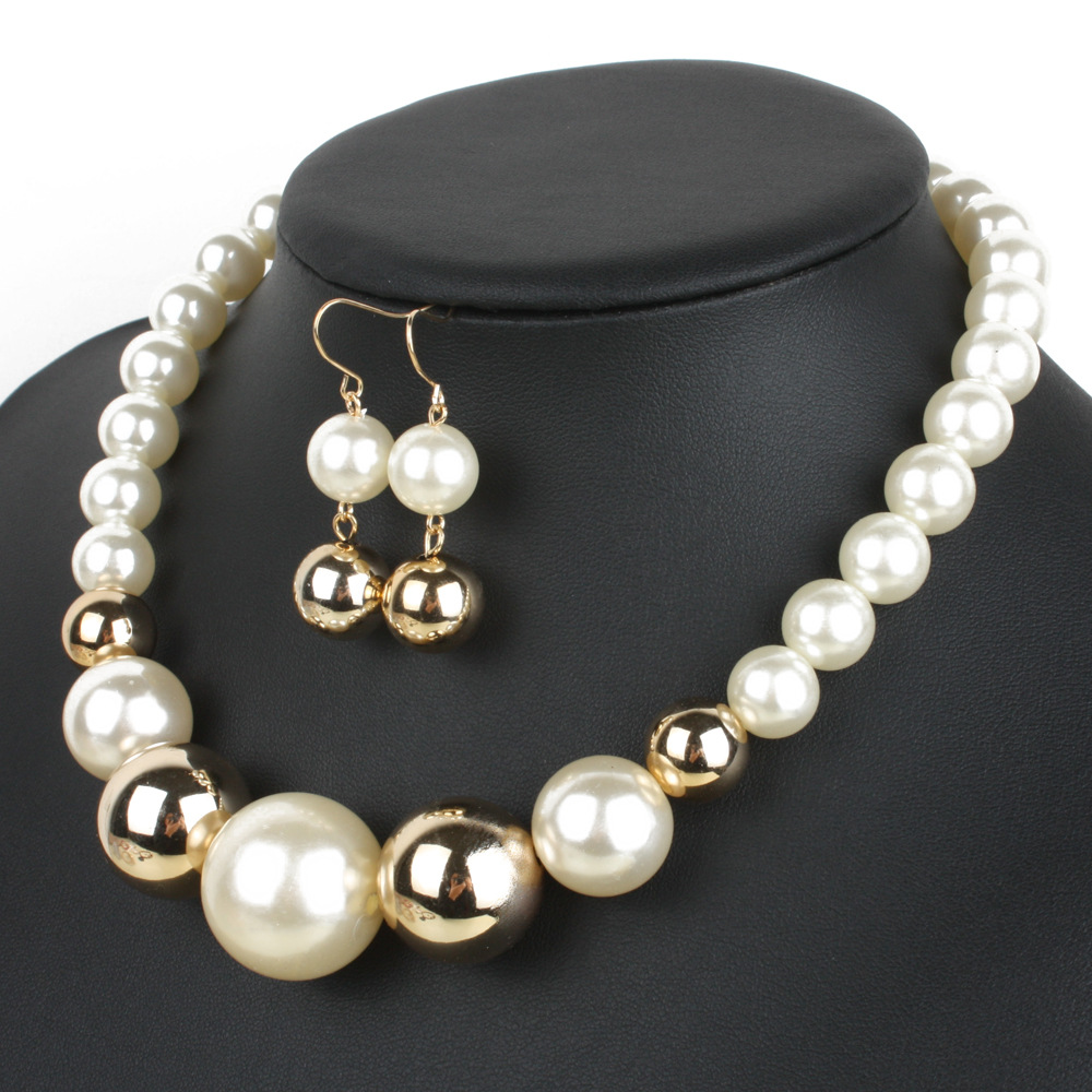 Occident and the United States Resinnecklace (coffee)NHCT0051-coffee