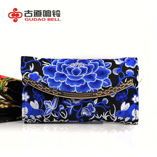 Embroidered Chain Crossbody Wallet Embroidered Box Bag Ethnic Craft Wallet Feature Hard Wallet Suction Buckle Wallet