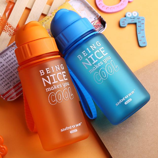 Trẻ em dễ dàng PP nhựa chống rò rỉ rơm cốc sáng tạo chai nước cầm tay hàng ngày cốc mờ sỉ Department Store Cốc rơm