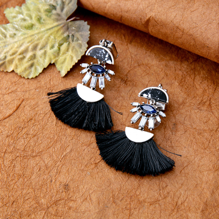 Simple black and white tassel pendant ladies earrings whooesales fashion NHQD181758