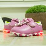 Giày bé gái thời trang, màu sắc hiện đại, kiểu dáng năng động