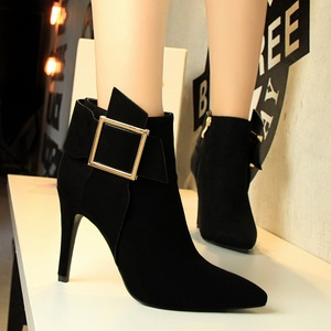 European and American wind fashion sexy nightclub show tall knight with suede pointed metal square buckle short boots