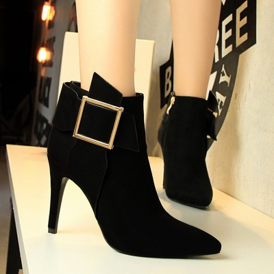 8221-3 European and American wind fashion sexy nightclub show tall knight with suede pointed metal square buckle short b