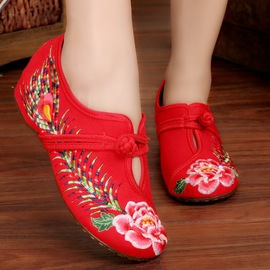 Ethnic rhyme embroidered shoes, ethnic style, slope, old Beijing cloth shoes, women's square dance