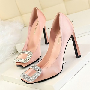 Satin shoes, square head& Diamond buckle Nude