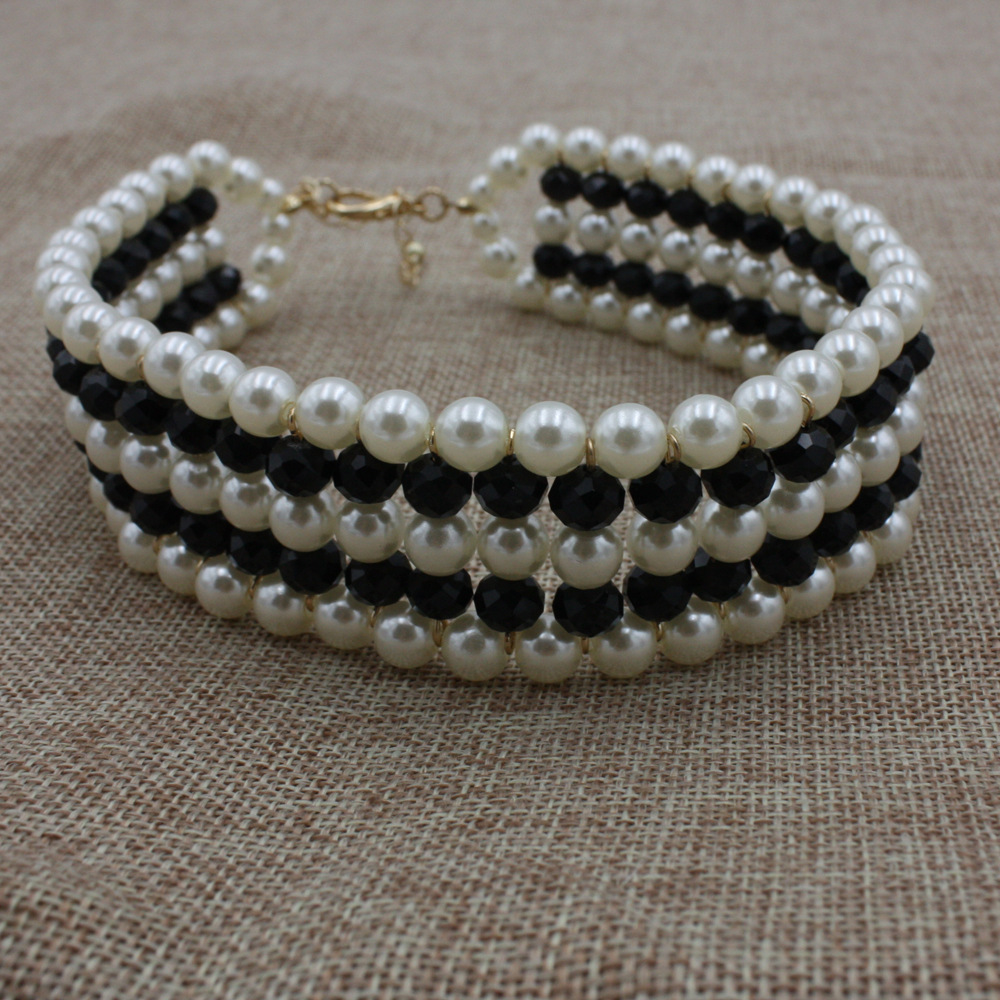 Occident and the United States pearlnecklace (Black and White)NHCT0135-Black and White