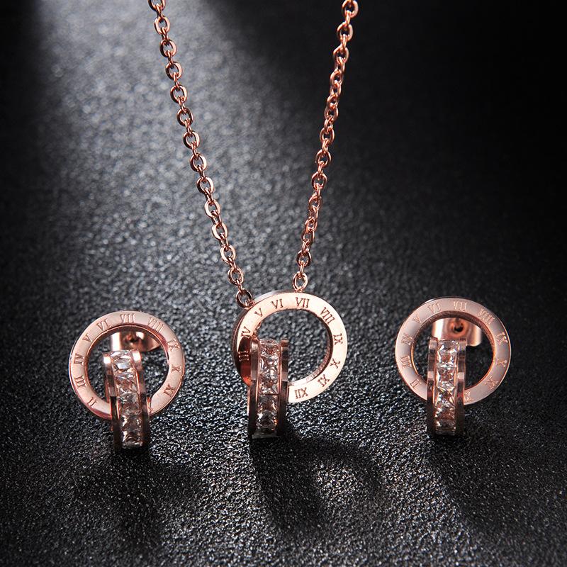 不掉色 韩国设计师款 镶钻罗马数字项链 18K玫瑰金钛钢服装配饰