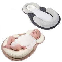 Gối sơ sinh JJOVCE cho bé ngủ định vị pad chống đầu gối stereo cho bé gối 0,42kg Gối em bé