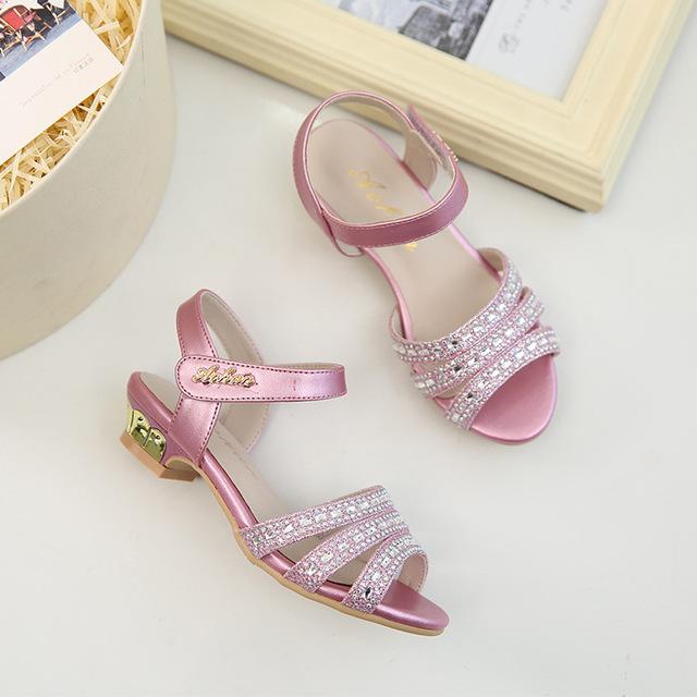 19 năm mới miệng cá bé gái dép mùa hè trẻ em thấp dày với giày công chúa kim cương trang trí giày trẻ em thời trang Dép trẻ em