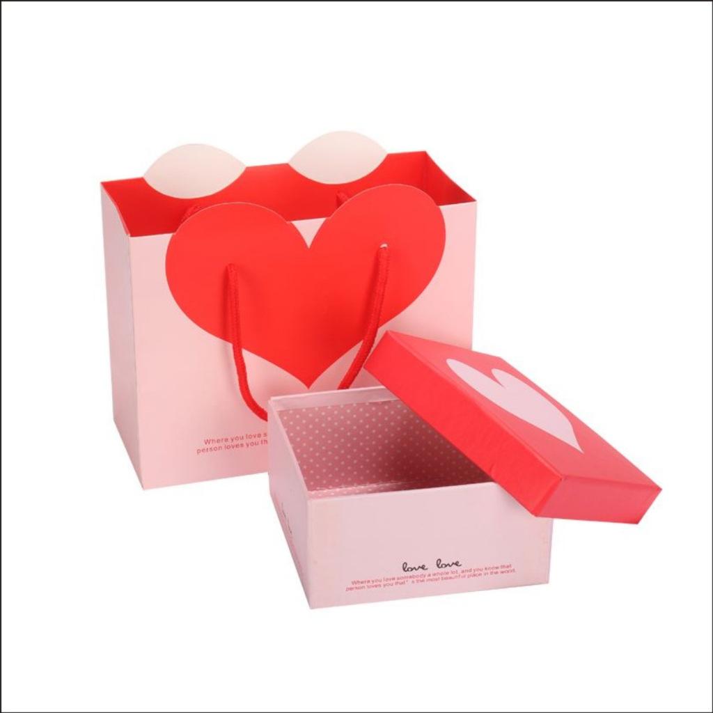 厂家定制 珠宝首饰盒红色蝴蝶结饰品包装盒 云?#25163;?#26041;形戒指盒