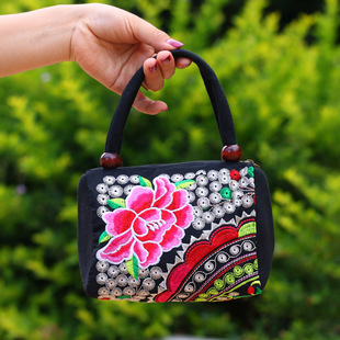 2020 new middle-aged and elderly small handbag double zipper wooden bead handbag embroidery double bag embroidered handbag