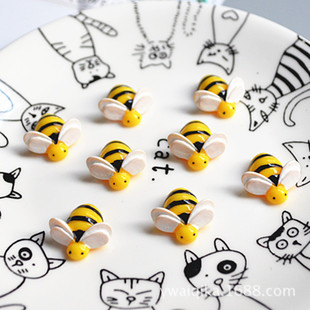 Simulation half-sided three-dimensional bee mobile phone shell beauty diy materials children's hair accessories handmade resin accessories
