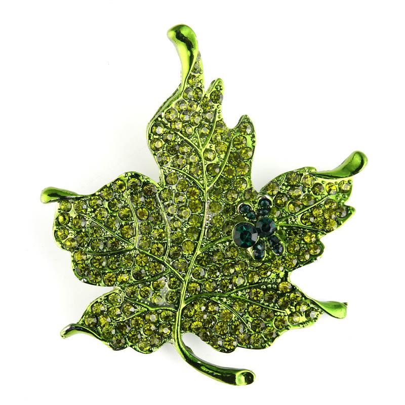 Retro diamondstudded maple leaf brooch wholesale NHAYN336544