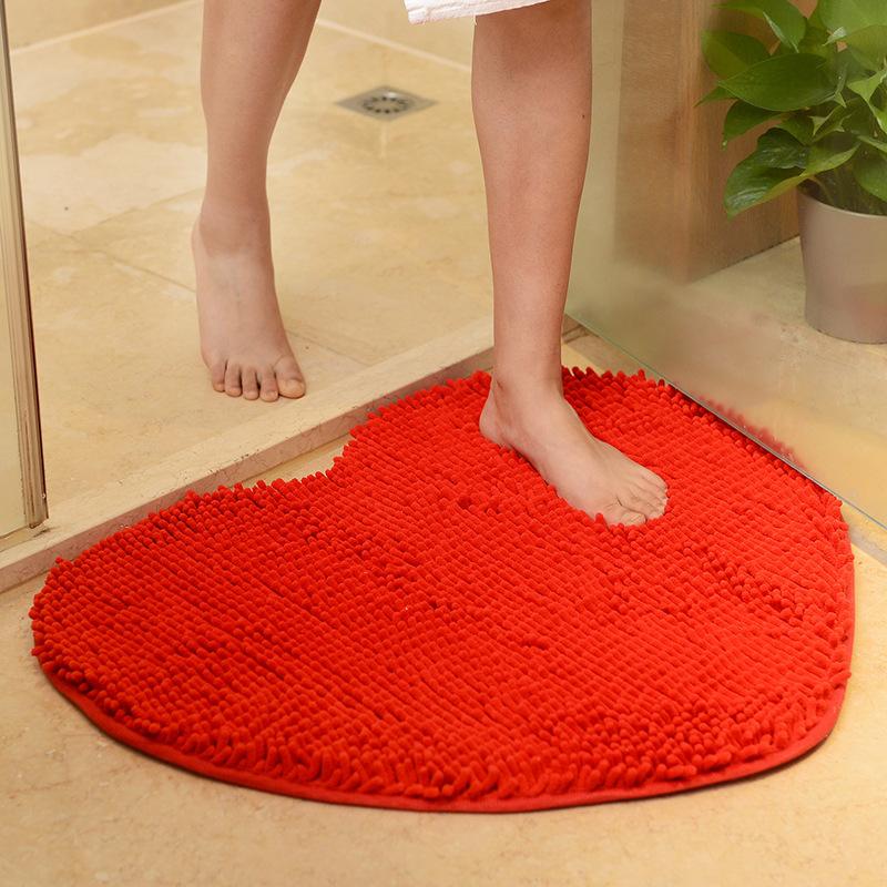 厂家批发超纤雪尼尔心形防滑地毯桃心地垫浴室吸水垫婚房心型门垫