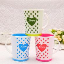 厂家直销 简约塑料杯子 创意刷牙漱口杯 随手果汁杯茶杯爱心把手