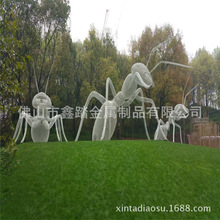 長沙中航小區草坪景觀動物不銹鋼螞蟻雕塑安裝實物效果圖