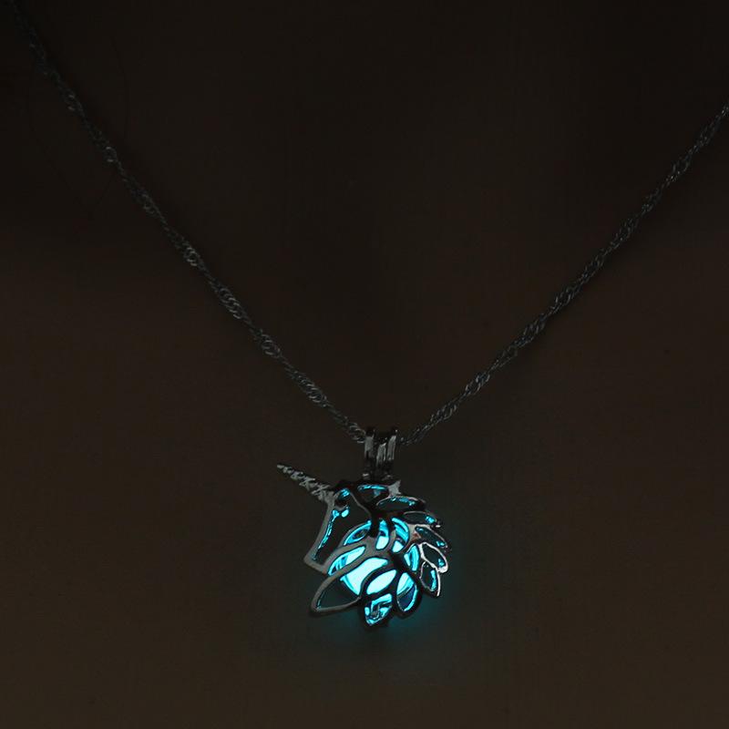 La licorne creuse de mode lumineuse de vente chaude peut ouvrir le collier pendentif NHAN243316