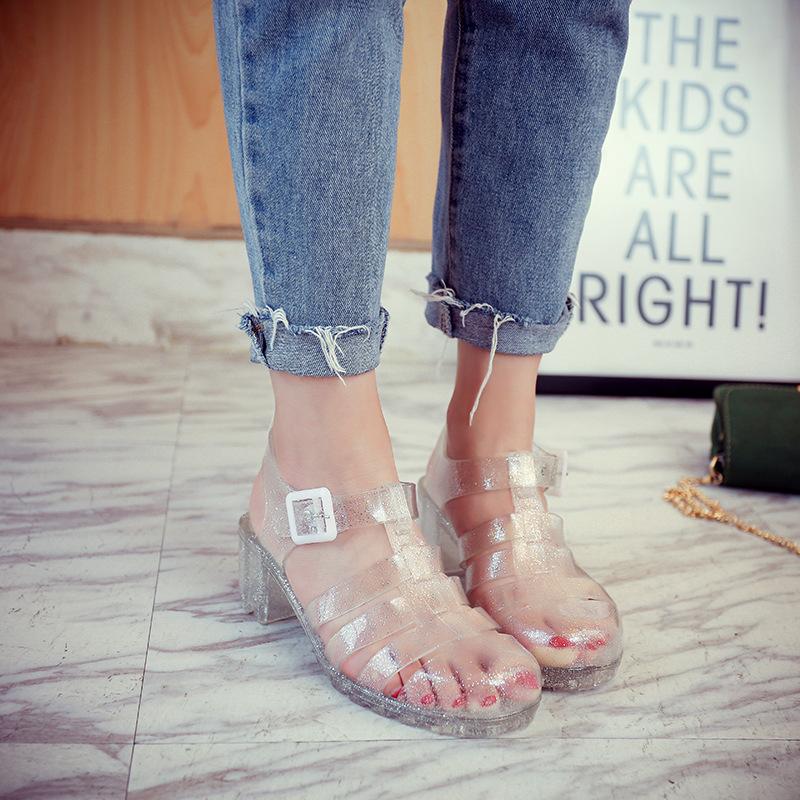 2017年夏季粗根罗马风丁字凉鞋T型中跟方跟罗马鞋包头果冻鞋批发