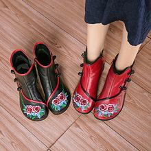 秋冬季新款民族风真皮女士靴子粗中跟短筒绣花圆头休闲女鞋批发