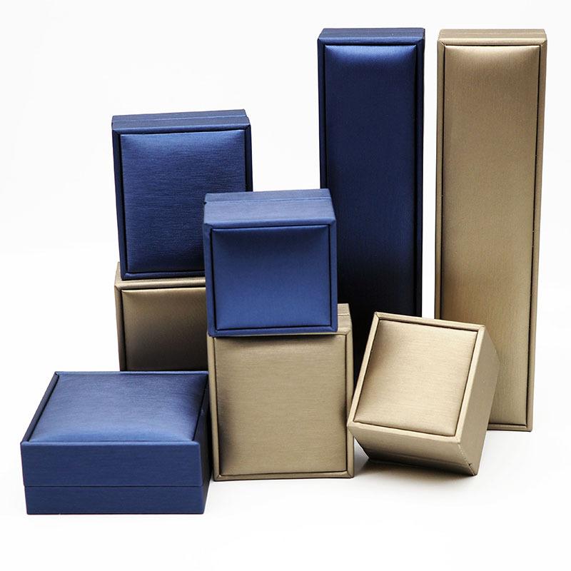 戒指盒厂家直销行业专用包装拉丝纹PU皮珠宝首饰钻戒盒包装定制