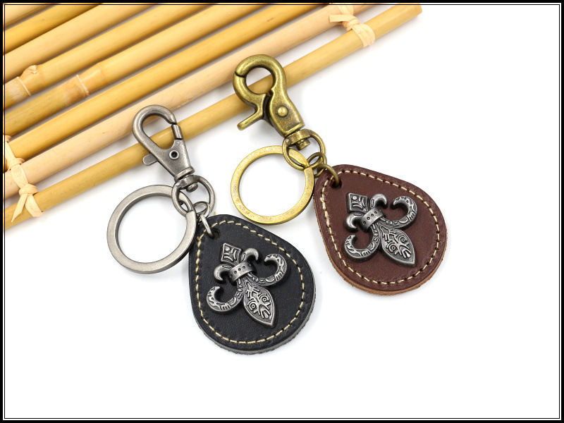 Wholesale Vintage Cross Flower Cowhide Keychain Alloy Key Pendant Punk Leather Keychain NHHM194384