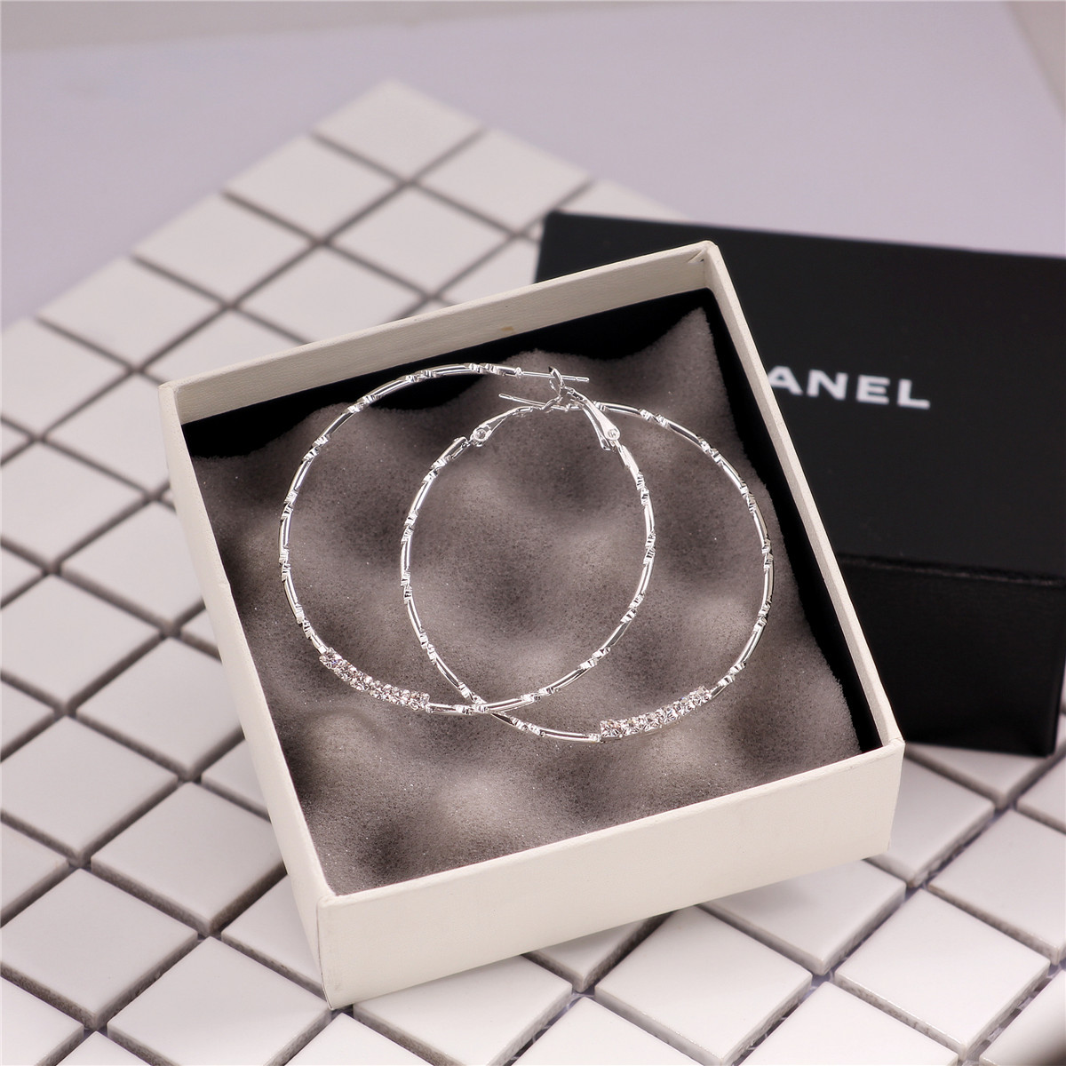 Star with the money crystal plating earring (Silver outer diameter 6cm)NHIM0539-Silver outer diameter 6cm