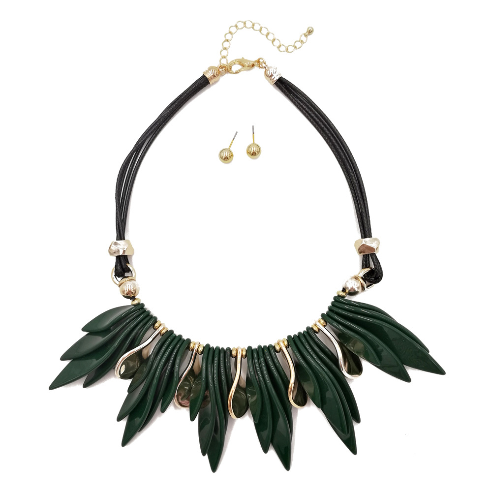 Occident and the United States Resinnecklace (Olive green)NHCT0089-Olive green