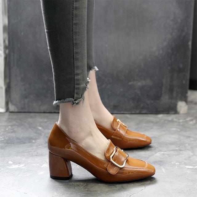 小紅人高跟單鞋女粗跟春季新款漆皮英倫風女鞋金屬扣通勤鞋子復古