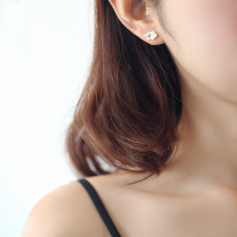 Simple hand-drawn brushed pig earrings for women NHCU189047