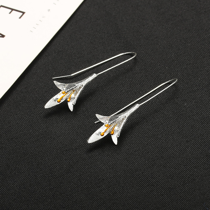 Simple and elegant lotus ear line lily flower silver-plated ear hook women NHCU194837