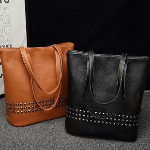 Female bag delivery 2021 new European and American fashion female bag tote bag casual fashion rivet one-shoulder handbag