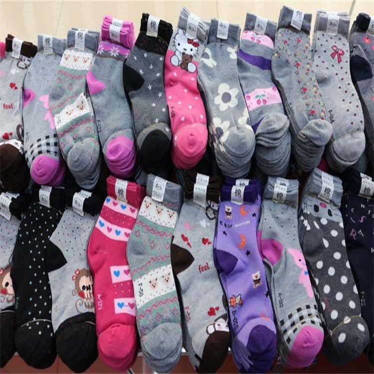 袜?#20248;?#26149;秋款卡通中?#26448;?#34972;批发socks成人棉袜地摊货源厂家直销