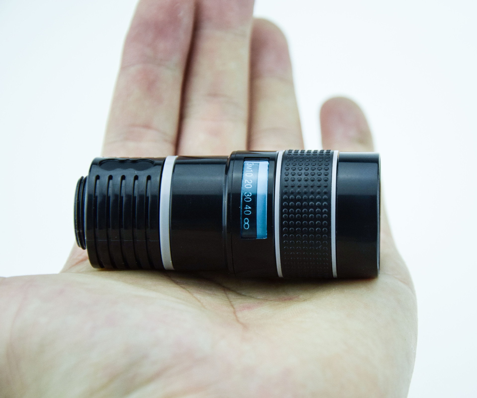 Mobile phone manufacturers supply telescope 8 times the mobile plug