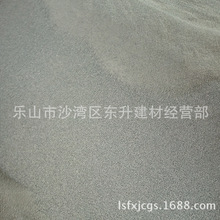 恩施暴雨致山体滑坡一男子被泥沙掩埋 警民徒手刨挖救人