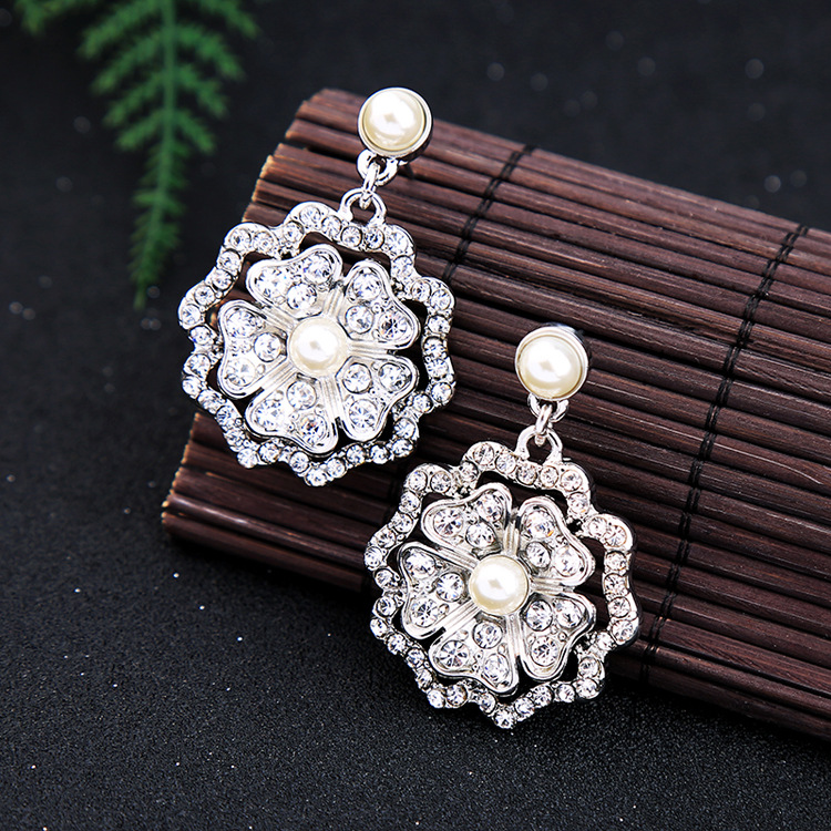 Occident and the United States alloy Diamond earring NHQD4010