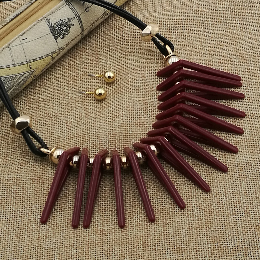 Occident and the United States Resinnecklace (Dark red)NHCT0131-Dark red