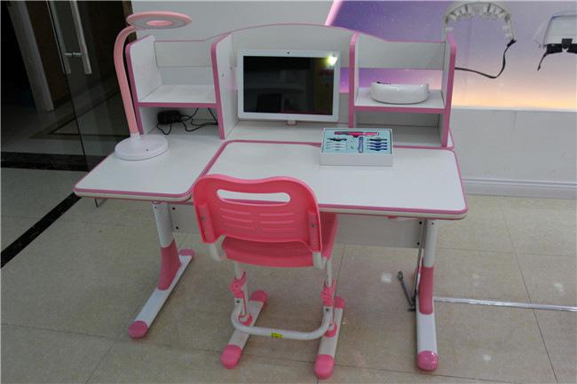 给孩子买口碑爆棚的小状元学习桌品牌 小状元学习桌品牌面面俱到呵呵孩子成长