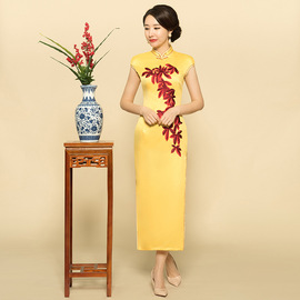 Spring dress new large size embroidered yellow cheongsam sexy dress middle-aged mother dress banquet dress dress