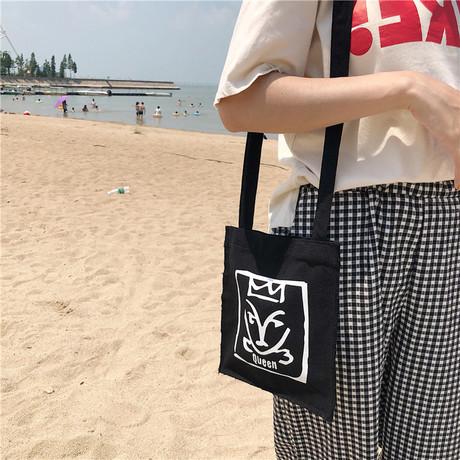 E109 túi nữ văn học phiên bản Hàn Quốc của túi chéo vải chéo sinh viên đơn giản tươi đa năng túi đeo vai graffiti