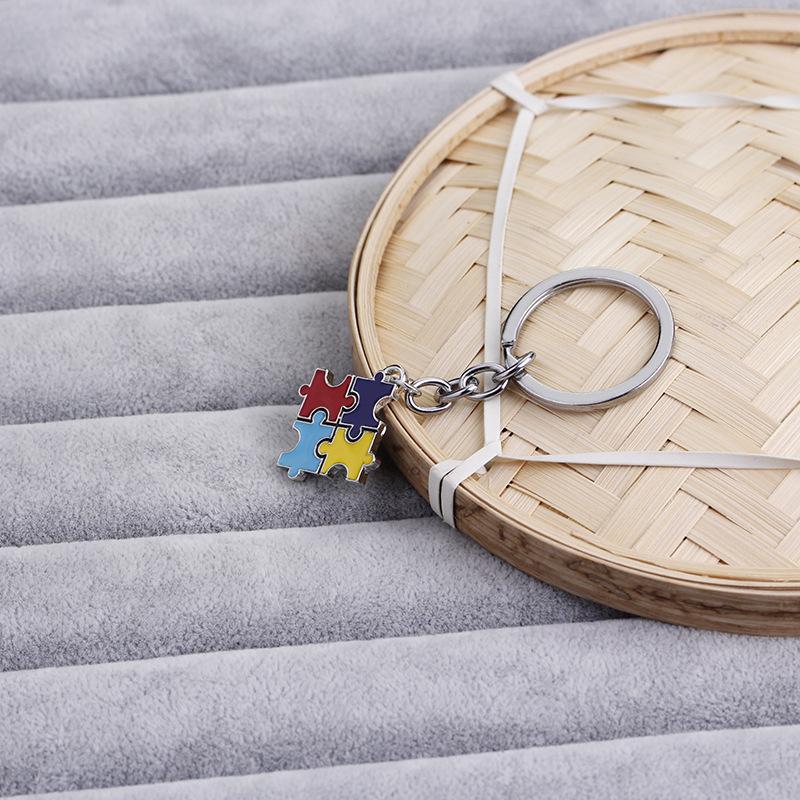 fashion explosion key chain children's four-color puzzle drip oil key chain small pendant jewelry wholesale nihaojewelry NHMO220448