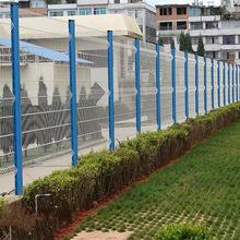 铁丝护栏网厂家公路两边护栏网 桃形柱三角折弯防盗护栏网