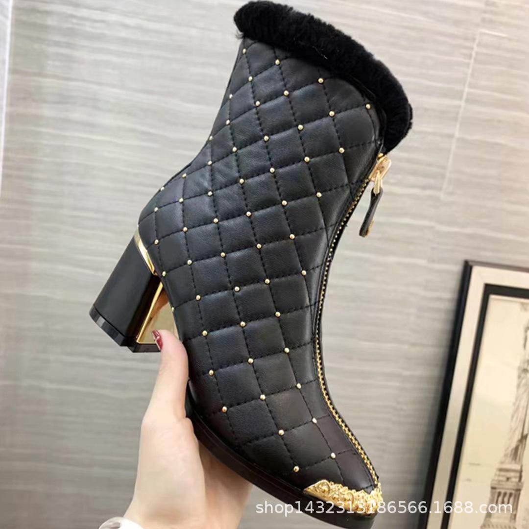 2018冬季新款女靴真皮粗高跟尖头铆钉羊毛短靴英伦风前拉链马丁靴