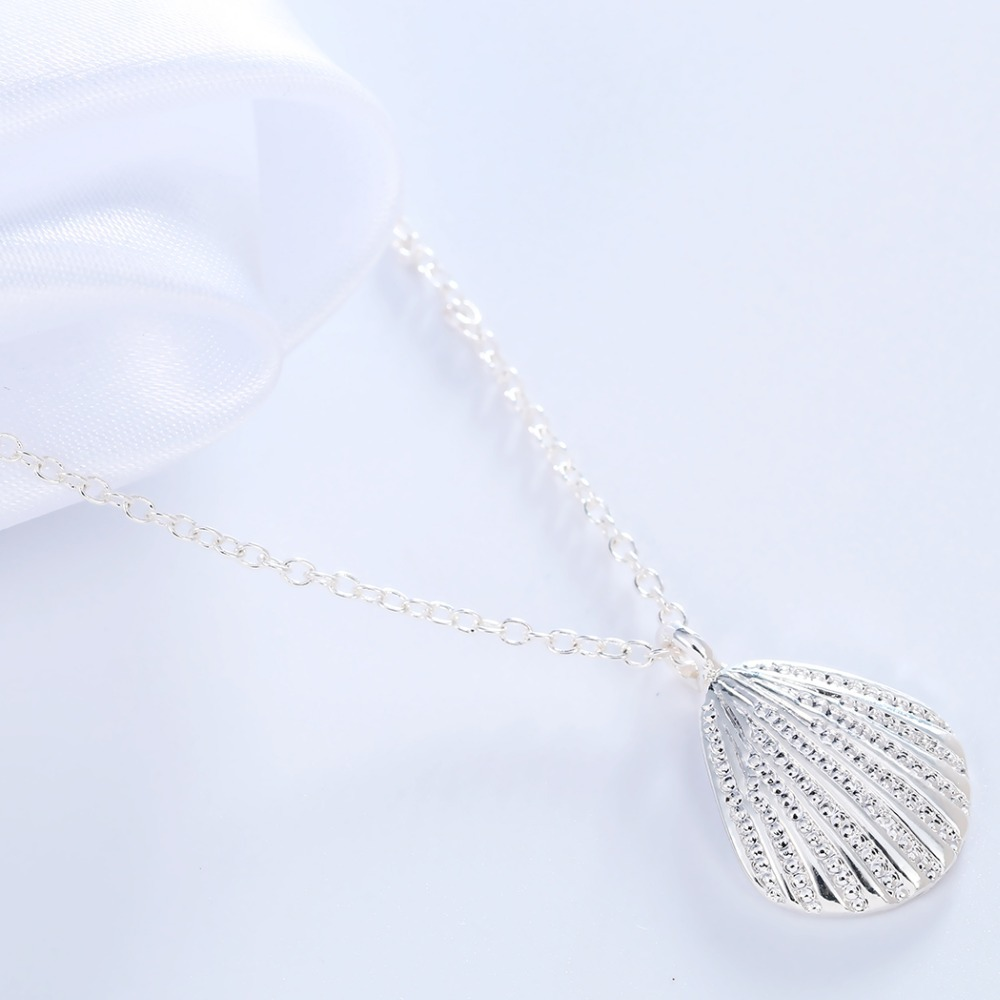 Marine Life Scallop Conch Shell Pendant Necklace Gold and Silver Female Clavicle Chain Wholesale NHCU206503