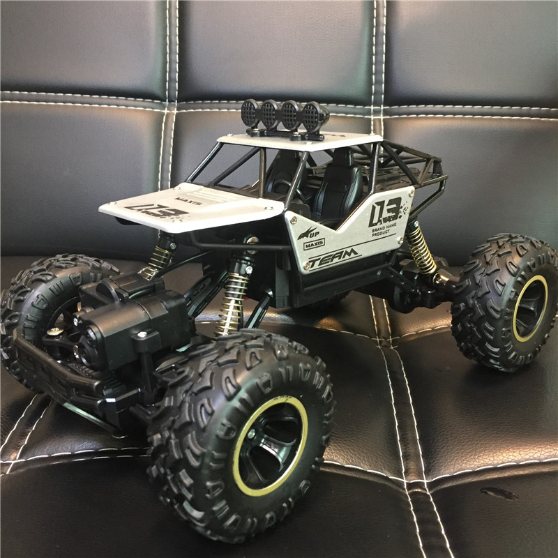 Alloy Remote Control Toy Car Crashworthy Stunts Off Road Vehicle 2 4