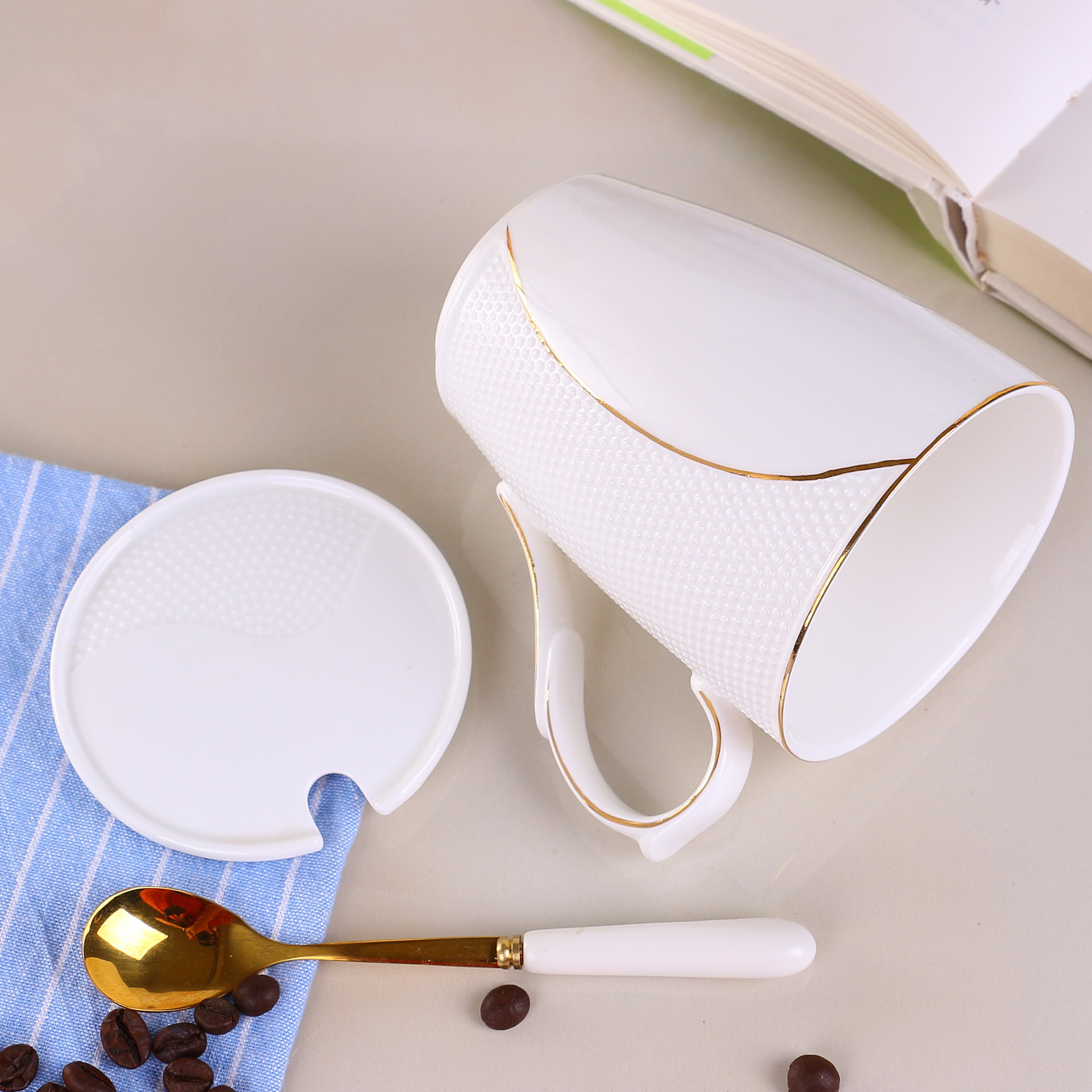 创意陶瓷杯子马克杯杯子保温杯 批发定制logo盖杯日用百货
