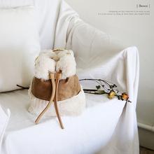 韩国东大门秋冬新款可爱毛毛手提迷你水桶包复古撞色单肩斜挎小包
