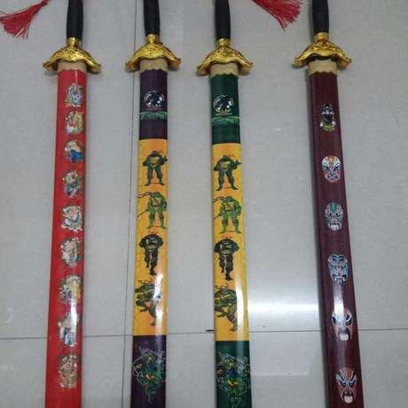 Phong cảnh nổ, chữ khắc, rồng, rồng gỗ, kiếm, đền, điểm nóng, kiếm Qinglong, kiếm tre, bán buôn Nghĩa Ô Mô hình quân đội