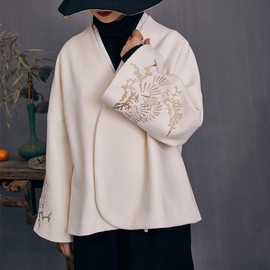 There is a new winter embroidery Chinese wool coat short coat button collar collar shirt female 81010