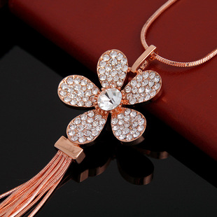 European and American vintage sweater chain, cross-border sweater pendant accessories, new products for women, long alloy flower necklace with diamonds
