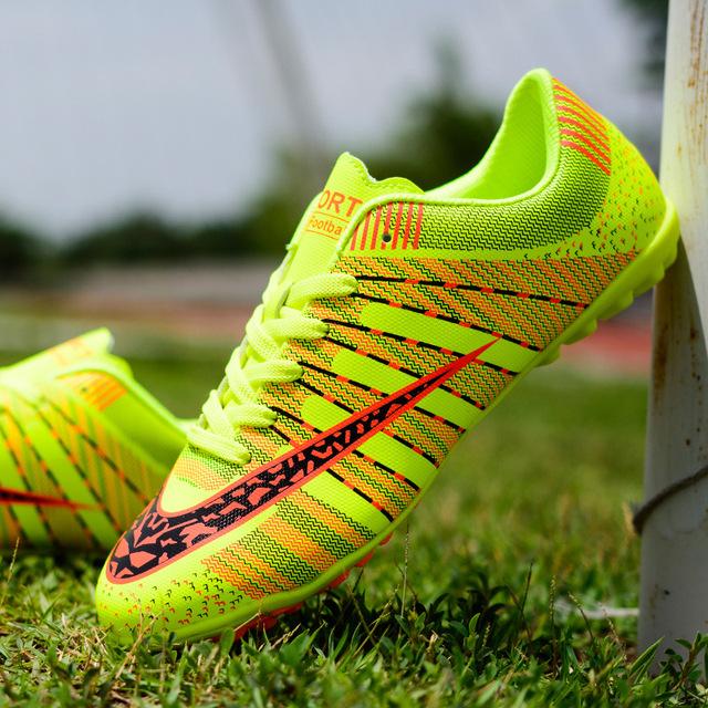 跨境專供碎釘足球運動鞋,防滑足球訓練短釘兒童青少年戰靴,一件代發